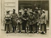 Women and men in uniform, circa 1917
