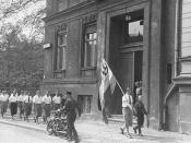 English: Students organized by the Nazi party parade in front of the building of the Institute for Sexual Research in Berlin prior to pillaging it on May 6, 1933. They confiscated its books, photos and periodicals for burning. The Institute had been estab