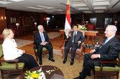 English: Egyptian President Hosni Mubarak welcomes (left to right) U.S. Secretary of State Hillary Rodham Clinton, Palestinian President Mahmoud Abbas, and Israeli Prime Minister Benjamin Netanyahu in Sharm El Sheikh, Egypt, on September 14, 2010.