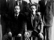 Six chefs du FLN avant le déclanchement de l'« insurrection du 1er novembre 1954 ». Debouts, de gauche à droite : Rabah Bitat, Mostefa Ben Boulaïd, Didouche Mourad et Mohammed Boudiaf. Assis : Krim Belkacem à gauche, et Larbi Ben M'Hidi à droite.