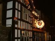 English: The Cholmondeley Arms, Frodsham. Pronounced