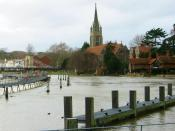 English: Marlow lock at the Thames river and All Saints church in the town of Marlow, Buckinghamshire, England.