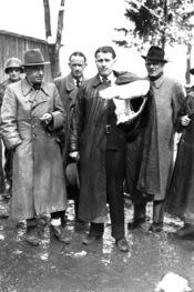 English: U.S. soldier, Walter Dornberger, Herbert Axter, Wernher von Braun, Hans Lindenberg, and Bernhard Tessmann (partially cropped) after the scientists surrendered to the Allies in 1945