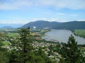 English: View looking east on the Fraser River, near Mission, BC. The Mission