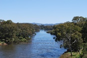 English: The Murray River immediately downstream from Hume Dam. The Heywood Bridge can be seen in the middle distance.