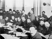English: The presidium of the 9th Congress of the Russian Communist Party (Bolsheviks). 1920. Sitting (from left): Abel Yenukidze, Mikhail Kalinin, Nikolai Bukharin, Mikhail Tomsky, Mikhail Lashevich, Lev Kamenev, Evgeny Preobrazhensky, Leonid Serebryakov