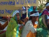 English: Women at farmers rally against the World Trade Organisation (WTO), Bhopal, India. Français : Femmes, manifestation d'agriculteurs contre l'Organisation Mondiale du Commerce (OMC), Bhopal, Inde.