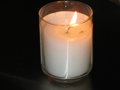 English: A lit Yahrtzeit candle, a candle that is lit on the Hebrew anniversary of a loved one's death.
