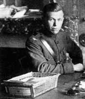 English: Colonel George C. Marshall in France. He went to France in mid-1917 as the director of training and planning for the 1st Infantry Division. In mid-1918, he was promoted to American Expeditionary Forces headquarters, where he worked closely with h
