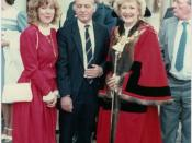 English: Betty with husband Jim and other family members.