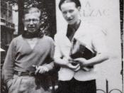 English: Jean-Paul Sartre and Simone de Beauvoir at Balzac Memorial Deutsch: Jean-Paul Sartre und Simone de Beauvoir am Denkmal von Balzac