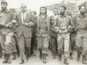 English: This photo was taken on March 5, 1960, in Havana, Cuba, at a memorial service march for victims of the La Coubre explosion. On the far left of the photo is Fidel Castro, while in the center is Che Guevara.