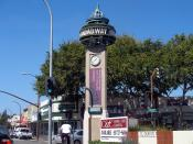 English: The clock tower at the intersection of Broadway and El Camino Real in Redwood City, as seen by traffic going northwest on El Camino Real. Photographed by user Coolcaesar on September 26, 2005.
