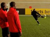 Calcio telepatico.I giocatori del Manchester United si sfidano nell'intesa ad occhi chiusi!
