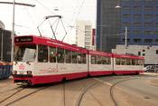 Nederlands: Een Haagse tram met reclame voor de OV-chipkaart in het centrum van Den Haag.