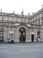 Français : Siège de la Caisse des dépôts et consignations situé au 3 quai Anatole France, Paris 7