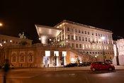 English: The Albertina in Vienna, Austria in the evening. Deutsch: Die Albertina in Wien, Österreich am Abend.