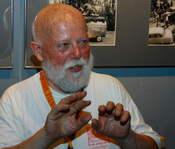 English: German world music impresario and record producer Günther Gretz at Club W71, Weikersheim. Deutsch: Der deutsche Weltmusik-Manager und Plattenproduzent Günther Gretz im Club W71, Weikersheim.