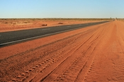 English: Section of the Lasseter Highway, Northern Territory, Australia.
