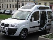English: Wheelchair adapted Fiat Doblò facelift taxi in Cheltenham, UK.
