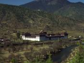 English: Tashichho Dzong, Thimphu, Bhutan. It is a Buddhist monastery and seat of the Druk Desi, the head of Bhutan's civil government. Français : Le monastère fortifié de Tashichho Dzong, à Thimphu, au Bhoutan. Le Tashichho Dzong est le siège du Druk Des