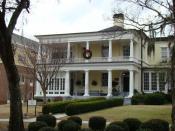 English: Benet House (Augusta State University, Augusta, Georgia, USA), with Christmas wreath