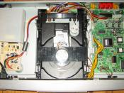 English: The internals of a Mustek V56L DVD-Video-Player