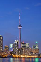 Toronto (Canada): Illuminated CN Tower at night