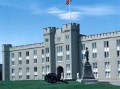 English: This image shows the main building of the Virginia Military Institute. The picture can be found at: http://www.cr.nps.gov/nr/travel/VAmainstreet/buildings/vmi1.jpg.
