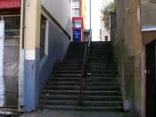 English: Conway Street Steps Connecting Conway Street with Goldstone Villas above. The building on the left is The Station pub formerly the Cliftonville Hotel.
