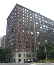 English: Looking southeast across Park Avenue and 91st St at 1133 Pk Av; childhood home of Salinger.