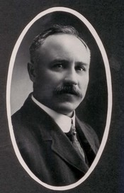 English: Kenneth W. Mackenzie, 1901