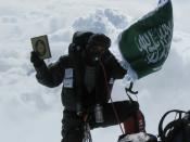 English: Hero Farouq on top of the world. Mt. Everest