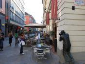 Paparazzi statue and restaurant