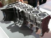 English: The cylinder block for BMW N52 (6-cylinder engine) series. It's made by Al casting (Cylinder, Water-Jacket and Crankshaft journal bearing part) and Mg casting (Outer surface). Deutsch: Kokillenguss (Hybridguss): Zylinderblock einer Sechszylinderm