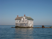 English: The last house on Holland Island in the Chesapeake Bay as it stood in October 2009. This house fell into the bay in October 2010.