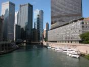 English: View from N Michigan Ave bridge in Chicago. The Chicago Sun-Times building on the right was demolished in 2005 to make way for Trump International Hotel and Tower.