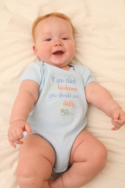 English: Infant wearing a onesie