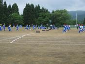 English: Tire grabbing race. Elementary school sports day. Hitane Elementary School. Shimo-Hitane, Chokai, Yurihonjo, Akita, Japan.