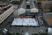 English: Typical mobile ice skating rink in open aire. Español: Típica pista de hielo móvil al aire libre.