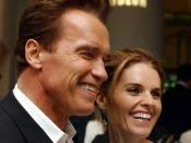 English: Austrian-born Hollywood star Arnold Schwarzenegger and his wife Maria Shriver, arriving at The Odeon Leicester Square, Monday July 21, 2003 for the London premiere of Terminator 3: Rise of the Machines.
