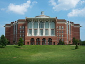 English: Side view of the William T. Young Library, located on the campus of the University of Kentucky.