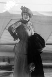 Actress Maxine Elliott