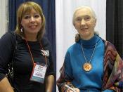 English: Jane Goodall with Allyson Reed of Skulls Unlimited International, Oklahoma City, Oklahoma.