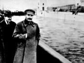 Stalin, (Nikolai Yezhov, censored) and Molotow at the shore of the Moskwa-Wolga-Channel. After Yezhow was executed he vanished between 1940-1990 from this pic too. Česky: Ze snímku Stalinovy procházky s ministrem pro lodní dopravu Nikolajem Ježovem na bře