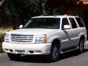 English: 2005 Cadillac Escalade (front view) العربية: هذه الصورة لسيارة كاديلاك اسكاليد 2005
