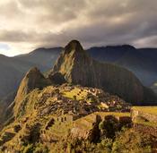 The Macchu Picchu, a UNESCO World Heritage Site near Cusco in Peru, at twilight Français : Le Machu Picchu, site du Patrimoine mondial de l'UNESCO près de Cuzco au Pérou, au coucher du soleil Türkçe: Dünya Mirasları Listesi'nde bulunan Peru'daki Macchu Pi