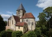 Saint Martin Collegiate church in Trôo, Loir-et-Cher département, France. Français : La collégiale Saint Martin de Trôo, dans le département du Loir-et-Cher, en France.