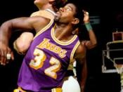 English: Los Angeles Lakers Magic Johnson and Boston Celtics Larry Bird in Game two of the 1985 NBA Finals at Boston Garden
