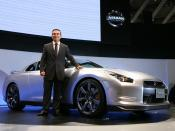 English: Nissan CEO Carlos Ghosn unveiled the Nissan GT-R at the Tokyo Motor Show in October 2007.